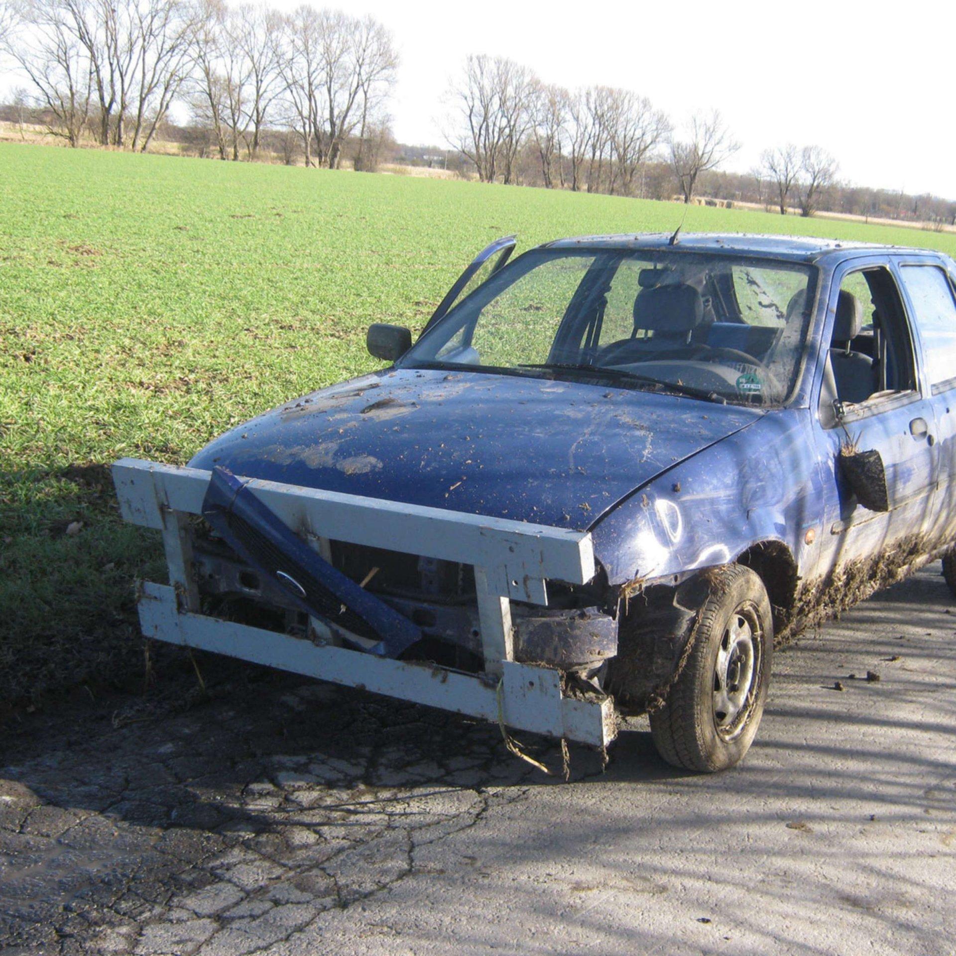 1435226239-polizei-gelaendewagen-X3HTCcu3aec.jpg
